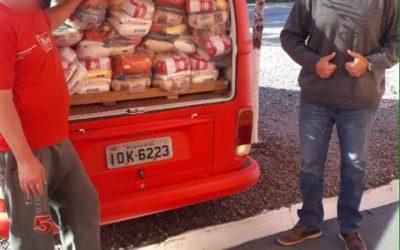 Em parceria com a @nonogiacomelli, a Vinhedos Papéis disponibilizou 20 cestas básicas