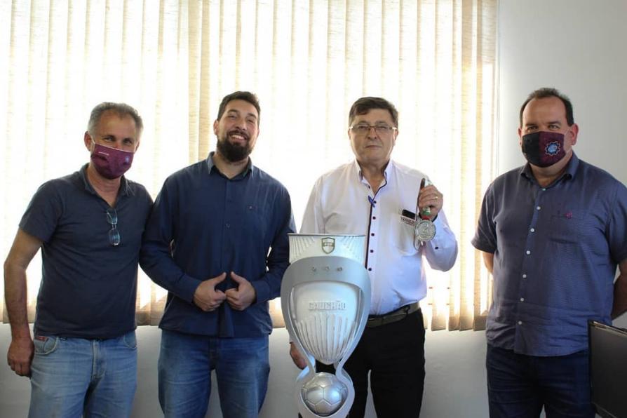 Vinhedos Papéis, patrocinadora do S.E.R Caxias, recebe medalha de Vice –Campeão do Gauchão 2020